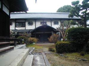 崇泰院 本堂の南は明治の建築。