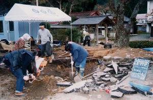 土壌改良工事はすべて手作業