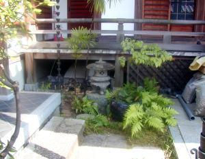 圓通寺のかわいい池。着工前。