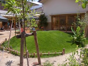 ゼロ歳児専用の庭(姫高麗芝、コブシ、ホオノキ他)