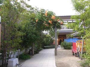 みつばち菜の花保育園のアーチ